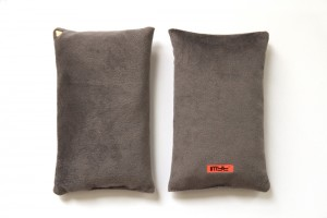 Coussin Chibi - velours /gris /recto-verso