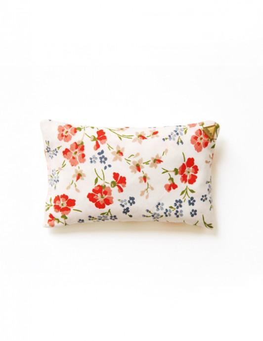 Coussin Chibi small – tissu /fleurs rouges/